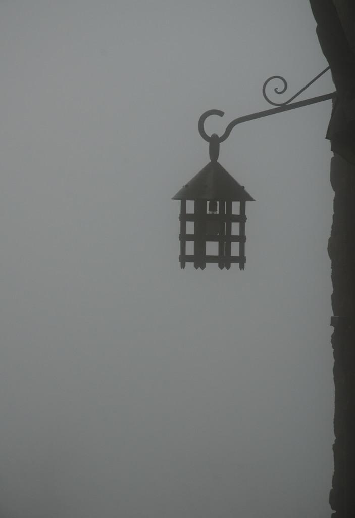 lampione-nella-nebbia